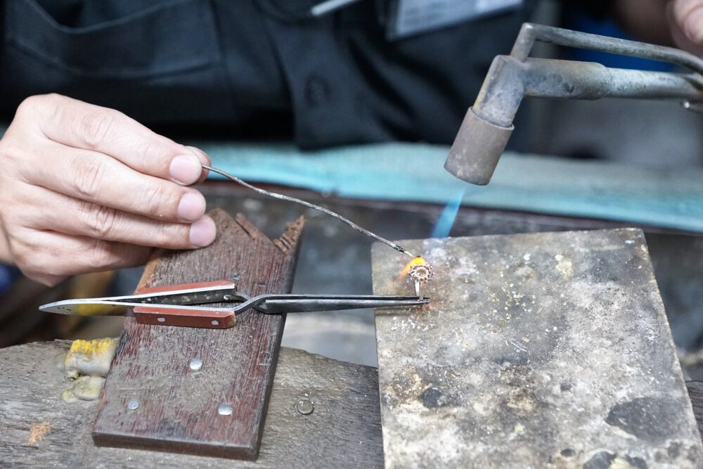industry-3278028_1920 Il valore delle creazioni Handmade
