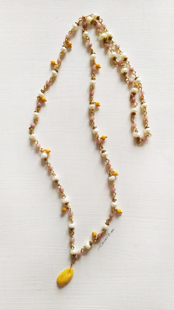 collana_rosa-576x1024 Lunga collana di perle e ambra gialla