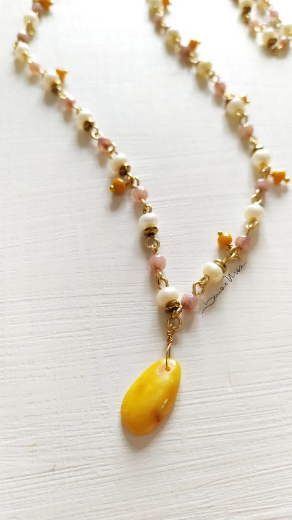 collana_rosa2-576x1024 Lunga collana di perle e ambra gialla