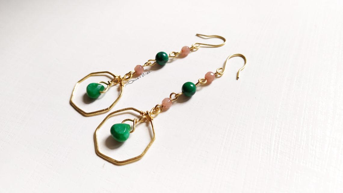 orecchini pendenti rosa e verde