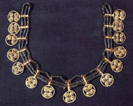 Mesapotamian-jewelry Colori e tecniche orientali...Egyptian coil