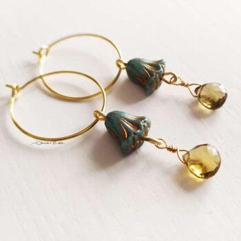 Piccoli cerchi in oro con fiore turchese