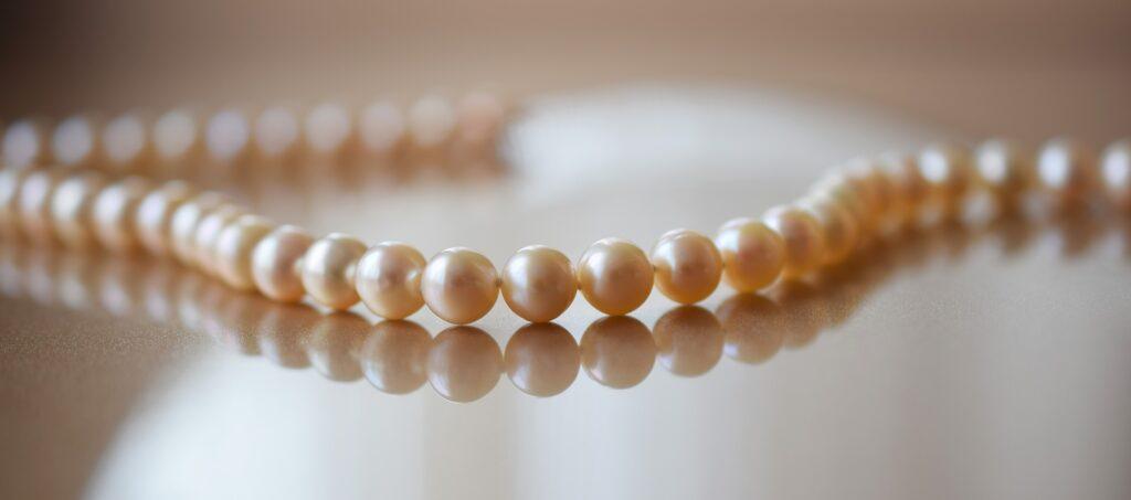 pearls-2268099_1920-1024x453 Prenditi cura dei tuoi gioielli