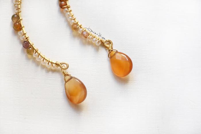 DSC_0532 Orecchini semicerchio con perline e goccia arancione