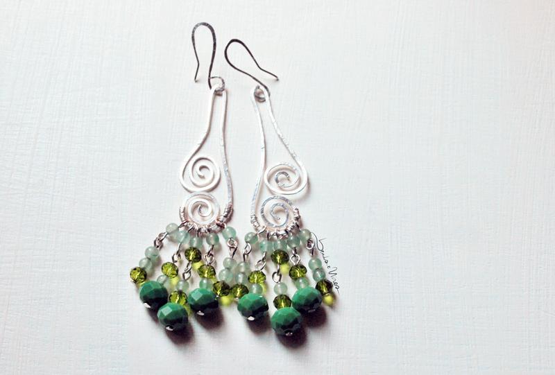DSC_1532 Lungo orecchino in argento e pietre verdi
