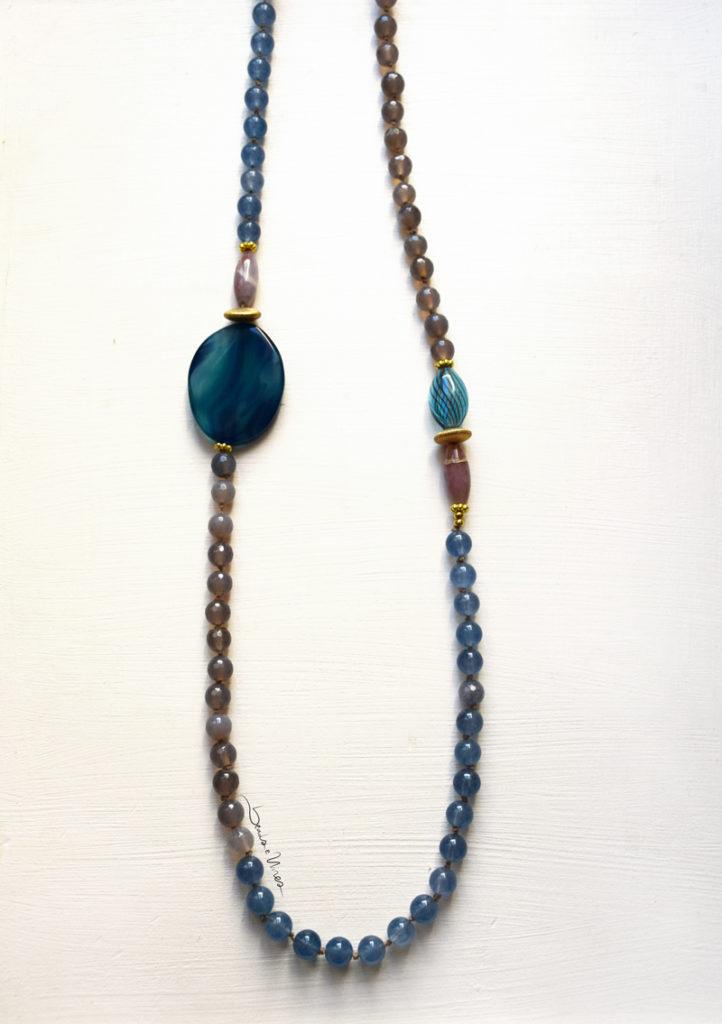 DSC_1788-722x1024 Lunga collana di pietre e vetri azzurri