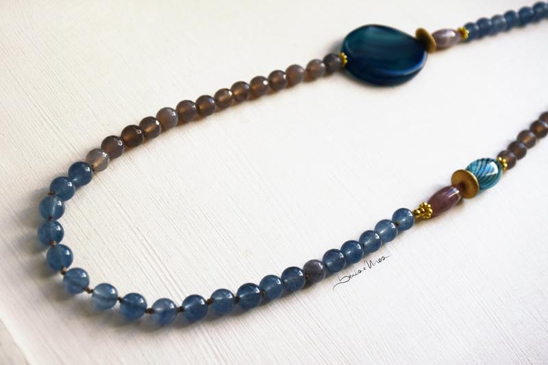 DSC_1791 Lunga collana di pietre e vetri azzurri