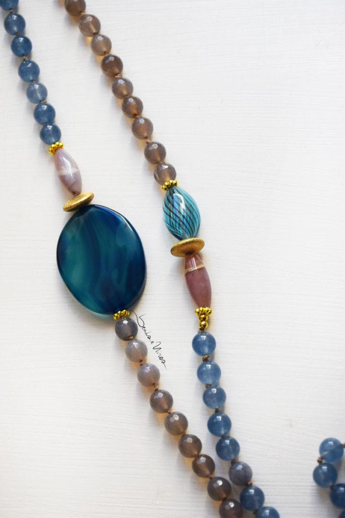 DSC_1793-683x1024 Lunga collana di pietre e vetri azzurri
