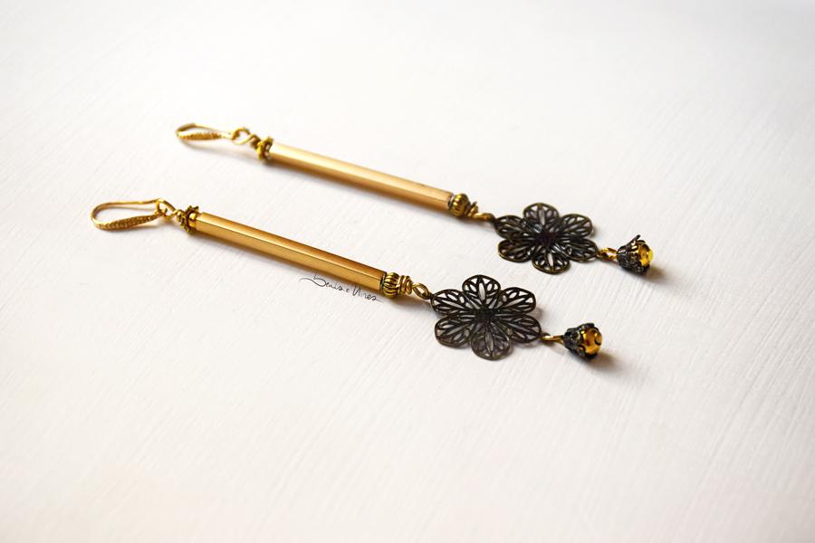 DSC_1844 Orecchini dorati con fiore pendente