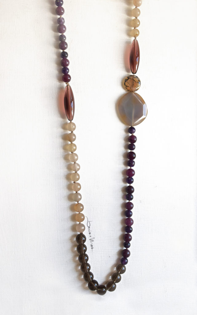 DSC_1853-641x1024 Lunga collana di pietre viola e vetri