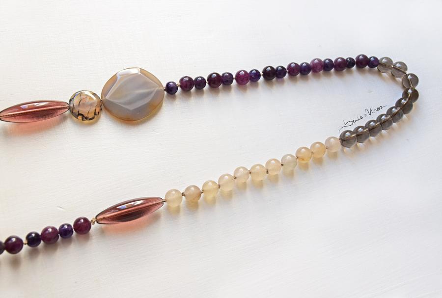 DSC_1855 Collana di pietre viola e crema