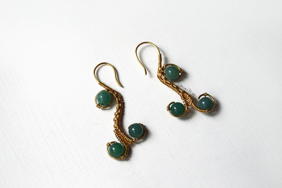 DSC_1896 Riccioli dorati  e pietre verdi