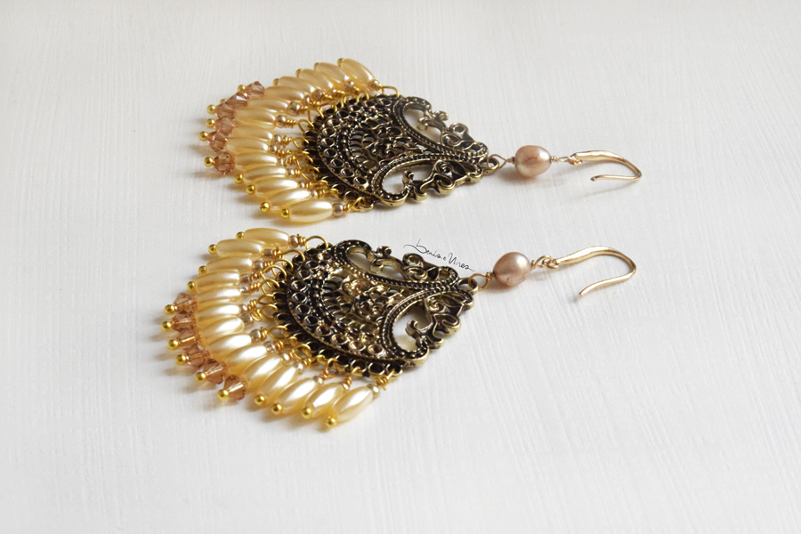 DSC_1930 Grandi orecchini con ventaglio di perle
