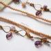 lunga collana con foglie viola