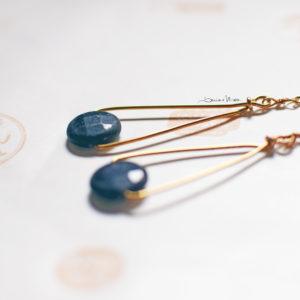 orecchini dorati con pietra grigia