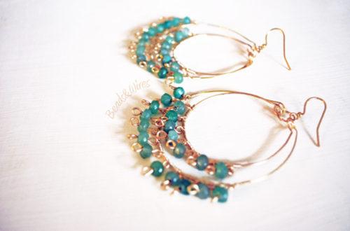 Orecchini a cerchio con Beads di vetro verdi e rosa