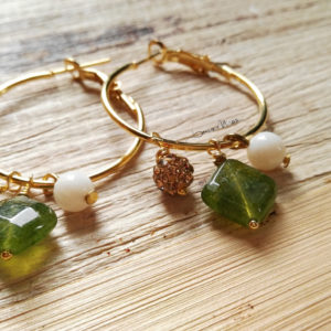 orecchini a cerchio e agata verde
