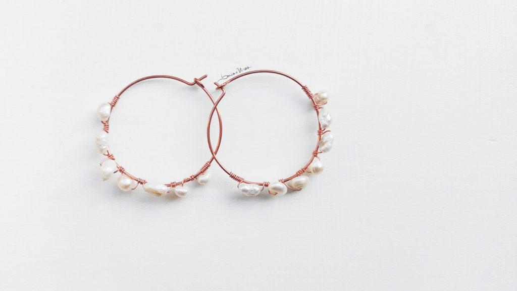 IMG_20191016_142240-1-1024x577 Orecchini in rame e perle di fiume