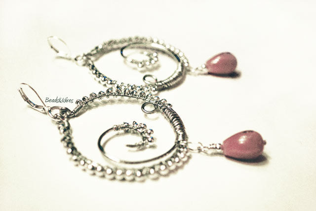 Immagine-ott2010-020 Metal earrings } beads
